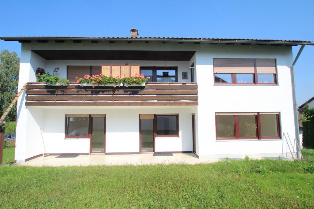 Zweifamilienhaus in zentraler, ruhiger Lage in Geisenhausen